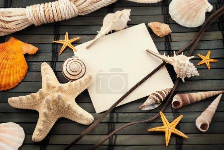 Photo pour Thème marin nature morte avec carte vide . - image libre de droit
