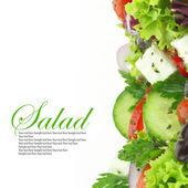 Zblízka míchaná čerstvá zelenina salát