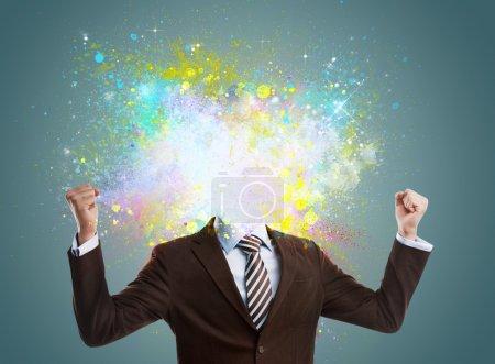 Photo pour Concept de l'idée créative d'un homme d'affaires. projections colorées en streaming hors de lui. pas la tête - image libre de droit