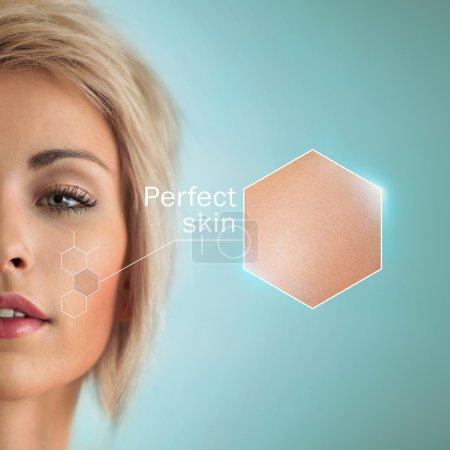 Foto de Hermosa mujer con cultivo de piel. Perfecto concepto de piel y cuidado de la piel - Imagen libre de derechos