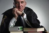 Středním věku právník studiový portrét