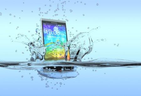 Photo pour Un smartphone qui tombe dans l'eau avec des éclaboussures autour, concept de produit imperméable à l'eau (rendu 3d ) - image libre de droit
