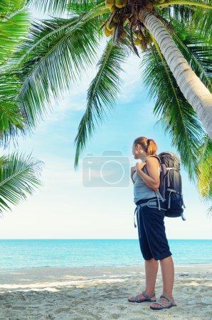 Photo pour Jeune routeuse sur une plage . - image libre de droit