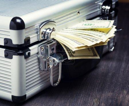 Photo pour Stockage et protection des espèces et objets de valeur. notion de services bancaires. - image libre de droit
