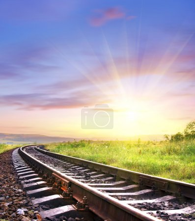 Photo pour Chemin de fer au lever du soleil - image libre de droit