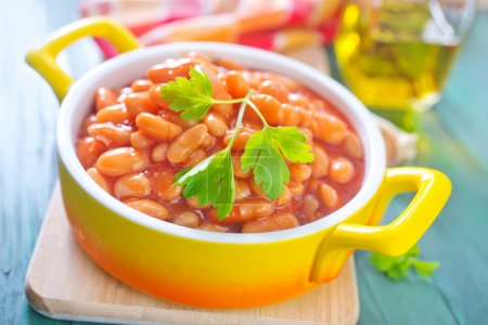 Beans with tomato sauce