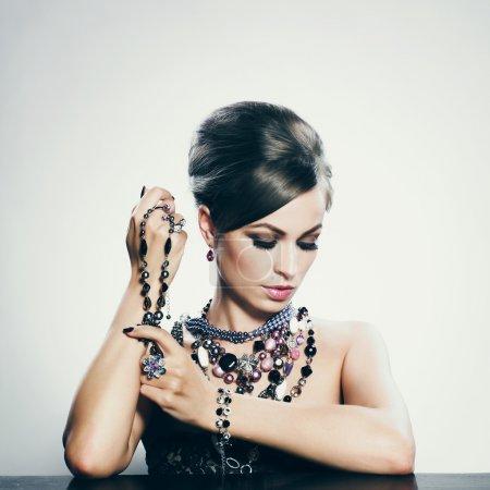 Foto de Mujer hermosa con maquillaje de noche - Imagen libre de derechos