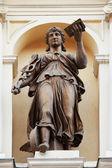 (Az ókori görög mitológiában, ő ad az istennő koncert