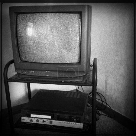 Photo pour Vieille télévision et vidéo enregistreur - image libre de droit