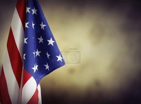 Photo pour Drapeau américain devant fond uni. Espace publicitaire - image libre de droit