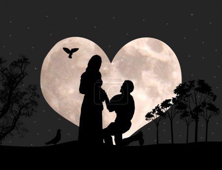 Photo pour Un homme sur ses genoux, fait une proposition pour épouser la fille / demande en mariage à nigt paysage - image libre de droit