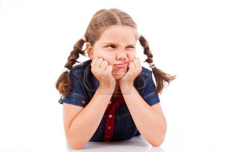 Photo pour En colère petit enfant de jeune fille, isolé sur fond blanc - image libre de droit