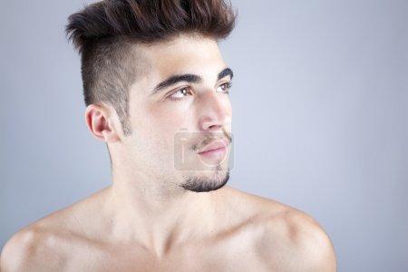 Photo pour Portrait d'un bel homme, portrait de mode studio - image libre de droit