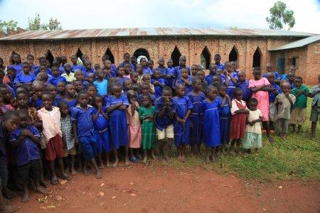 Photo pour Les pieds des enfants vivant dans la pauvreté en Ouganda, Afrique - image libre de droit