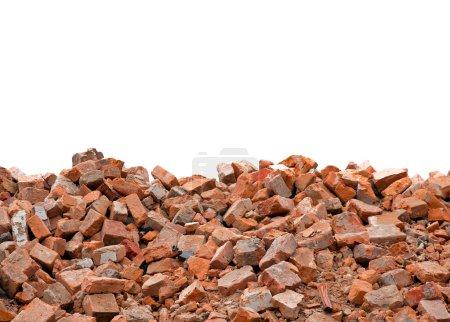 Photo pour Briques cassées en fond blanc - image libre de droit