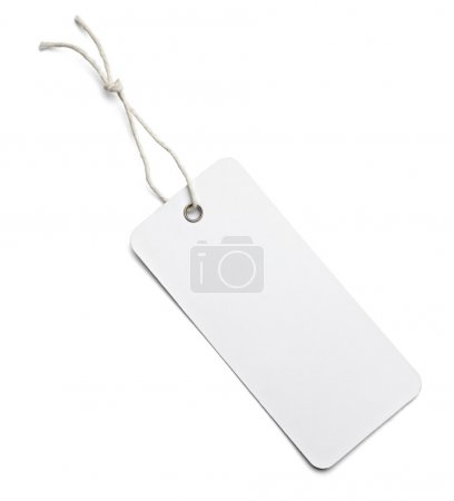 Photo pour Gros plan de l'étiquette de prix vierge sur fond blanc avec chemin de coupure - image libre de droit