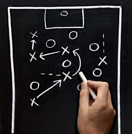 Photo pour Tableaux tactiques de soccer en classe entraîneur de sport d'équipe - image libre de droit