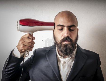 Photo pour Homme barbu et veste avec coiffeur et expressions drôles sur fond blanc - image libre de droit