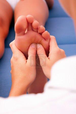 Photo pour Réflexologie des pieds physiothérapie - image libre de droit