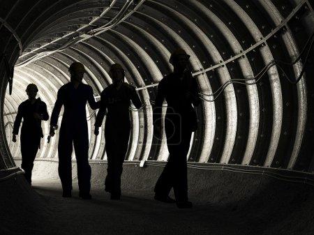 Photo pour Silhouette des travailleurs dans la mine - image libre de droit