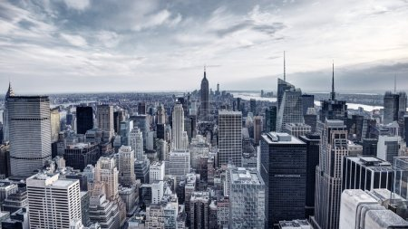 Photo pour Panorama de la ville de new york dans midtown manhattan. saturation des couleurs faibles - image libre de droit