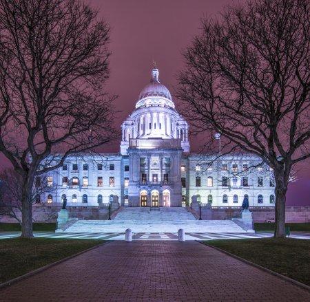 Photo pour Rhode Island State House à Providence, Rhode Island, USA illuminé la nuit . - image libre de droit