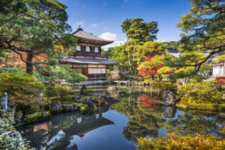 Photo pour Pavillon d'argent Ginkaku-ji pendant la saison d'automne à Kyoto, Japon . - image libre de droit