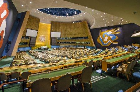 Photo pour New york city, Etats-Unis - 21 mai 2012 : la salle de l'Assemblée générale des nations Unies. C'est le seul organe de l'ONU dans laquelle tous les pays membres ont une représentation égale - image libre de droit