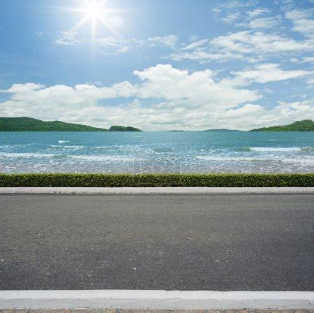 Photo pour Route côté plage vue arrière-plan - image libre de droit