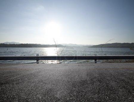 Photo pour Vue sur la plage, coucher de soleil - image libre de droit