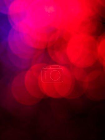Photo pour Wallpaper artistique conceptuel défocalisés rond en forme rouges et pourpres légers effets fondu au noir sur le bas du cadre - image libre de droit