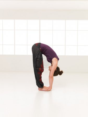 demonstration of elasticity yoga pose