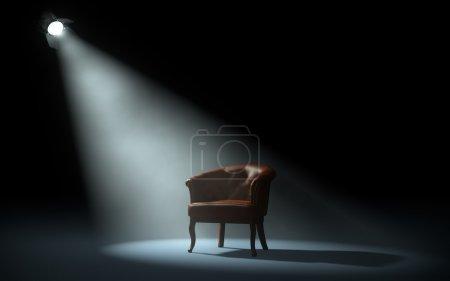 Photo pour Chaise sur scène sous les projecteurs - image libre de droit