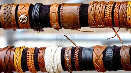 Foto de Pulseras coloridas artesanías nativo americano - Imagen libre de derechos