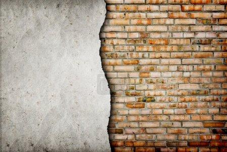 Photo pour Vieux fond de mur de briques fissurées - image libre de droit