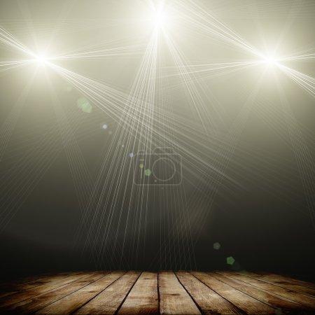 Foto de Ilustración de la iluminación del punto concierto sobre fondo oscuro y piso de madera - Imagen libre de derechos