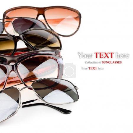 Photo pour Collection de lunettes de soleil sur fond blanc - image libre de droit