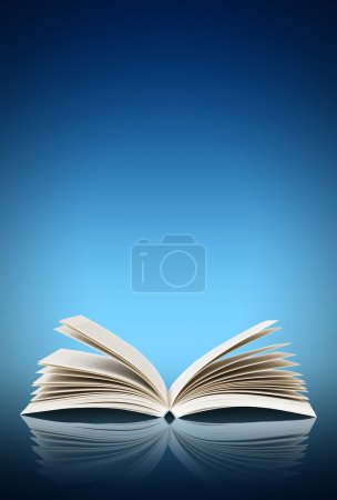 Photo pour Ouvrez le livre isolé sur fond bleu - image libre de droit