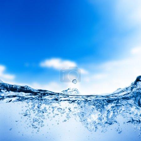 Photo pour Bulles d'eau et d'air sur fond de ciel - image libre de droit