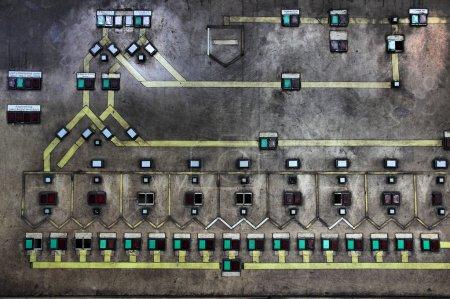 Photo pour Standard d'usine dans la zone industrielle de zollverein à essen - ville dans la Ruhr (région métropolitaine de la ruhr) en Allemagne. ancienne mine de charbon, paysage culturel maintenant sur la liste du patrimoine mondial de l'unesco. - image libre de droit