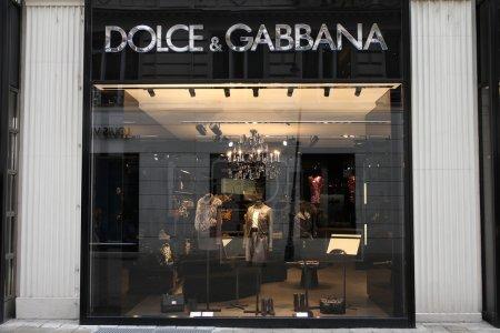 Photo pour VIENNE - 5 SEPTEMBRE : Magasin Dolce & Gabbana le 5 septembre 2011 à Vienne. D & G est l'une des marques de vêtements de luxe les plus précieuses. Il a réalisé 1,42 milliard d'euros de recettes en 2011 . - image libre de droit