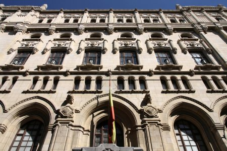 Photo pour Madrid, Espagne - extérieur cuartel général de la construction de l'armada (siège de marine espagnol). vieux phare. - image libre de droit