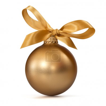 Photo pour Boule de Noël en or avec ruban sur fond blanc - image libre de droit