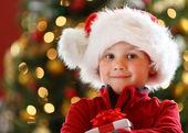 Chlapec s vánoční dárek