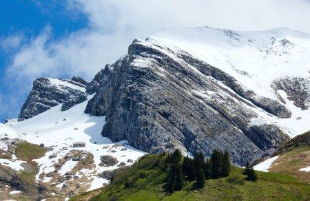 Photo pour Alpes d'été vue sur la montagne (Warth, Vorarlberg, Autriche ). - image libre de droit
