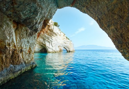 Photo pour Vue des grottes bleues depuis le bateau (Zakynthos, Grèce, Cap Skinari  ) - image libre de droit