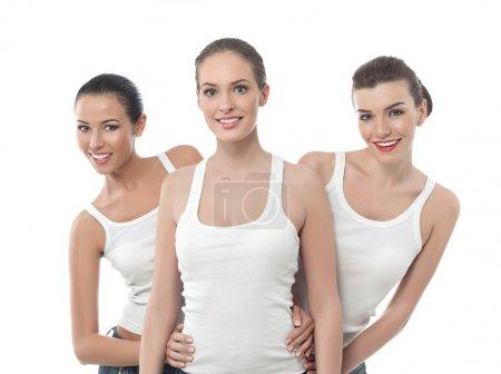 Photo pour Trois jolies femmes souriantes isolées sur blanc - image libre de droit