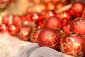 Hromadu červené vánoční koule