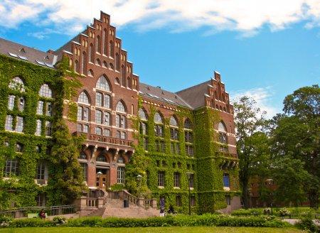 Photo pour Ancienne université bâtiment à lund, Suède - image libre de droit