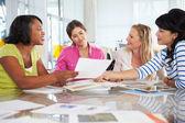Skupina žen v kreativní úřadu